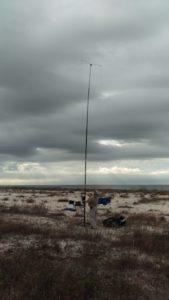 NA5DX assembles the antenna